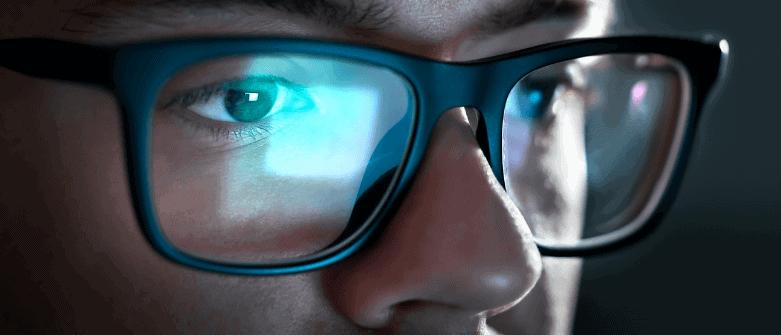 Jak chronić wzrok przed niebieskim światłem